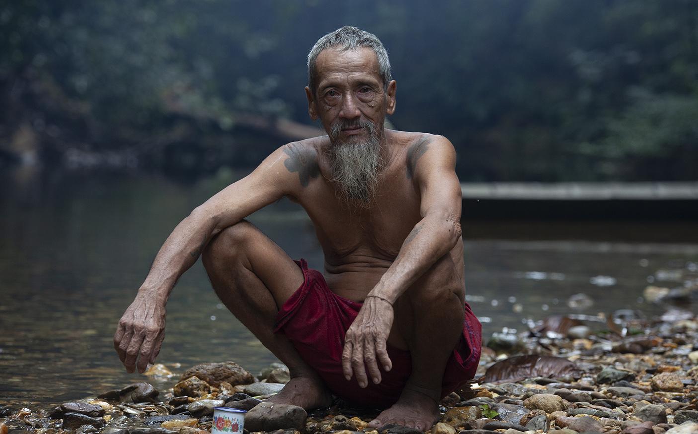 Hos hodejegere på Borneo
